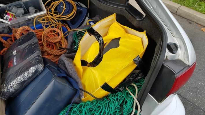 Taschen mit dem Amfetamin im Kofferraum