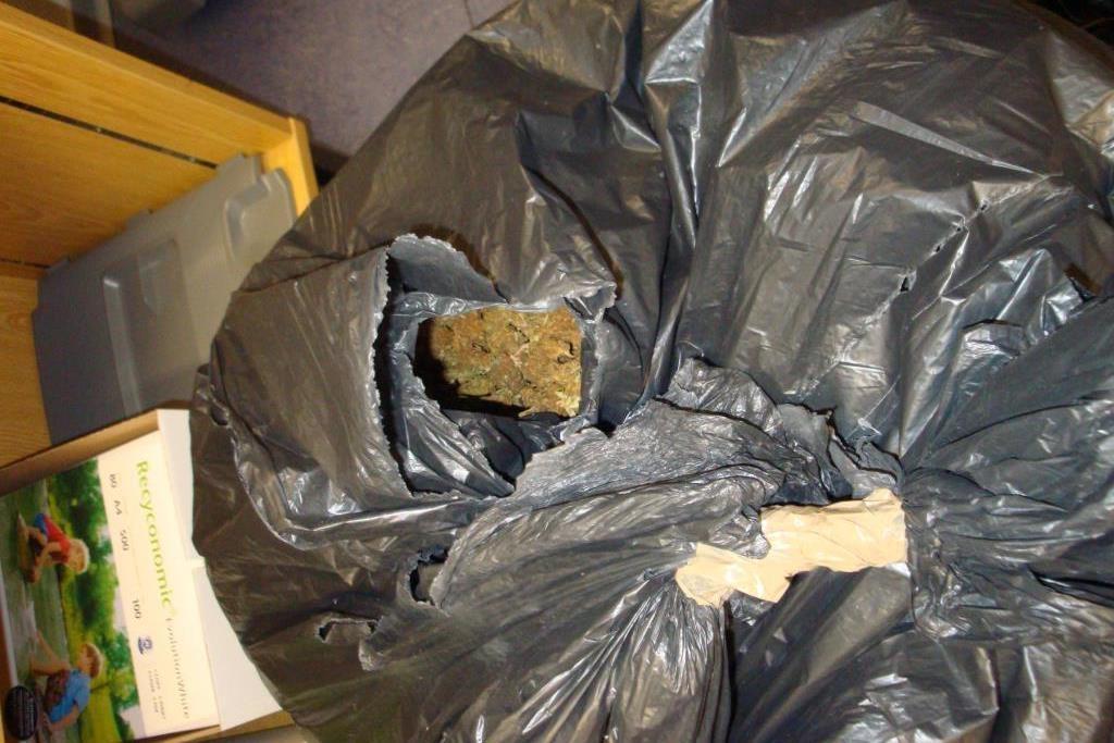 Foto Bundespolizei Plastiksack mit 9 KG Marihuana