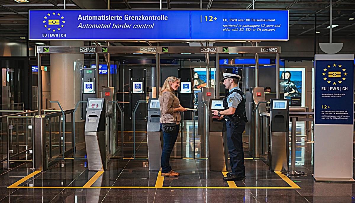 Am 13. November erweitert die Bundespolizei am Flughafen Frankfurt am Main den Nutzerkreis des automatisierten Grenzkontrollsystems EasyPASS um Minderjährige ab zwölf Jahren